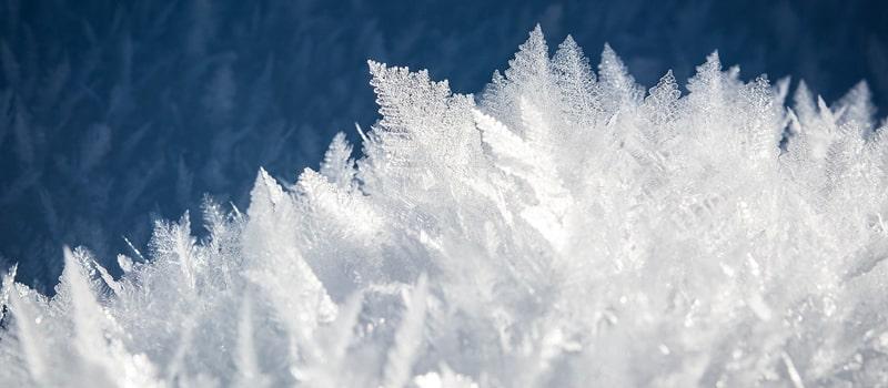 Zvetšené krystalky ledu, zmrzlé vody